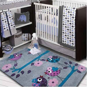 Sivý koberec s roztomilým obrázkom vtáčikov