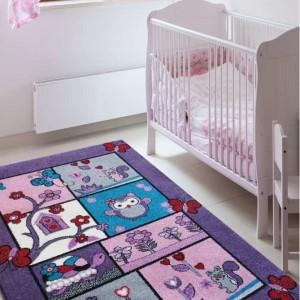 Fialový koberec do detskej izby