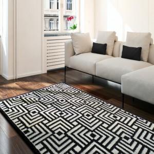 Moderný čierno biely koberec so štvorcami