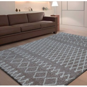 Kvalitný béžový koberec so vzorom
