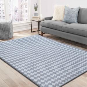 Štýlový koberec sivej farby do spálne
