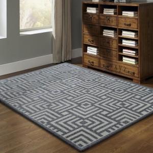 Kusový koberec sivej farby v škandinávskom štýle