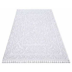 Biely luxusný koberec so strapčekmi
