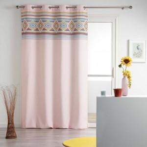 Moderné ružové závesy do študentskej izby