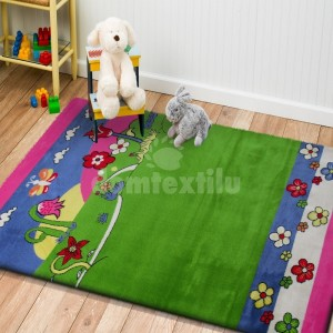 Zeleno ružový koberec s detským motívom prírody