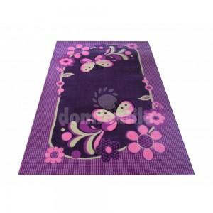 Koberec do dievčenskej izby vo fialovej farbe