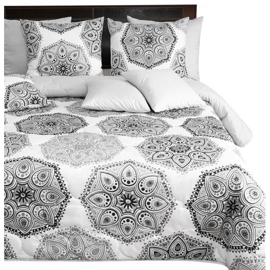 Kvalitný obojstranný prehoz na posteľ s ornamentom