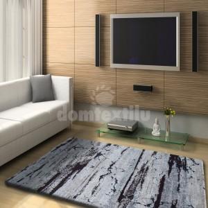 Kvalitný hnedý koberec so špeciálnym vláknom