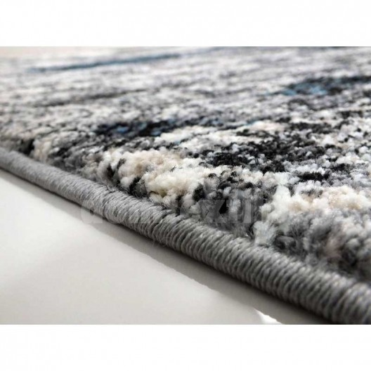 Moderný kusový koberec v sivej farbe