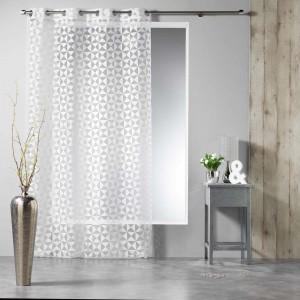 Biele závesy do obývačky so vzorom GEOMATIC