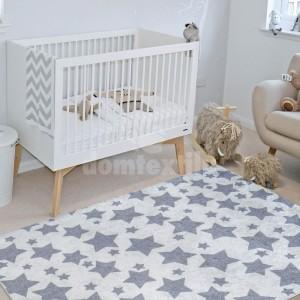 Kusový koberec so sivými hviezdičkami