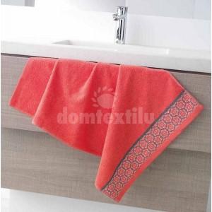 Kvalitný uterák v korálovej farbe