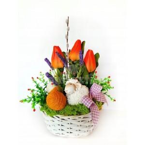 Dekoračný košík s ovečkou a tulipánmi