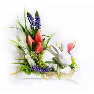 Keramický zajačik s tulipánmi