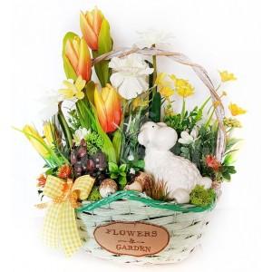 Jarná dekorácia v košíku s rúčkou