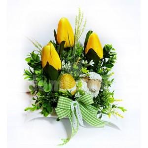Malá veľkonočná dekorácia v žlto zelenej farbe