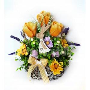 Jarná dekorácia s dreveným zajačikom