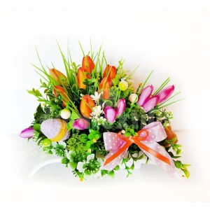 Jarná dekorácia na stôl plná kvetov