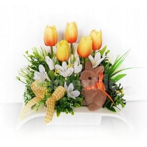 Malá veľkonočná dekorácia s hnedým zajačikom