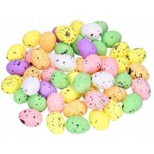 Malé prepeličie vajíčka rôznych farieb