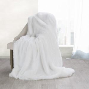 Príjemne mäkká deka bielej farby