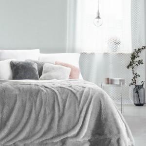 Sivá chlpatá deka do spálne 170x210 cm