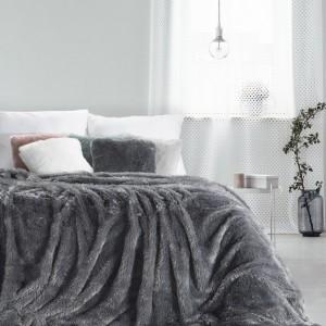 Hebká chlpatá deka tmavo sivej farby
