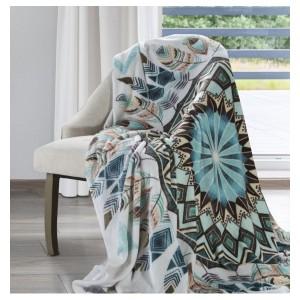 Kvalitná deka v bielej farbe s abstraktným motívom