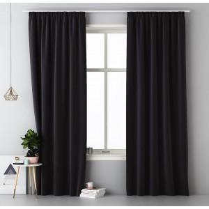 Jednofarebný čierny záves do spálne