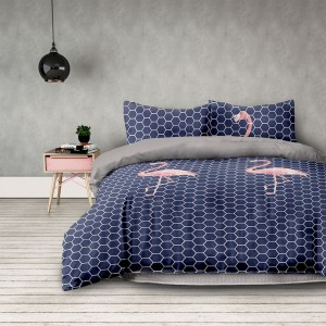 Tmavo modré posteľné obliečky s plameniakmi