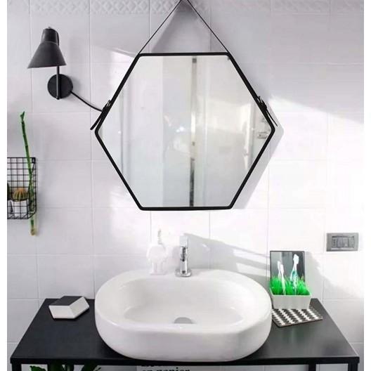 Originálne čierne závesné zrkadlo v industriálnom štýle