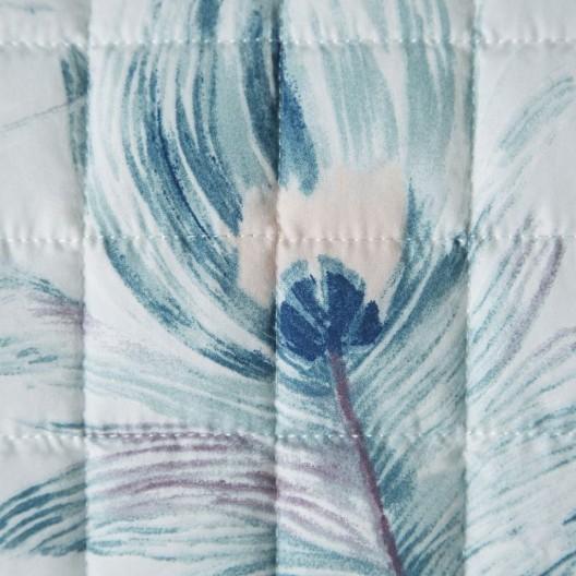 Obojstranný prešívaný bielo modrý prehoz na posteľ s motívom listov