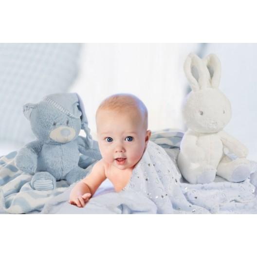 Modrá detská deka so srdiečkami pre chlapčeka a s plyšovou hračkou