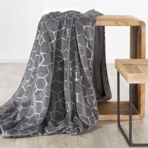 Oceľovo sivá teplá deka s módnym strieborným geometrickým tvarom