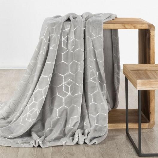 Svetlo sivá hrejivá deka z mikrovlákna so strieborným vzorom