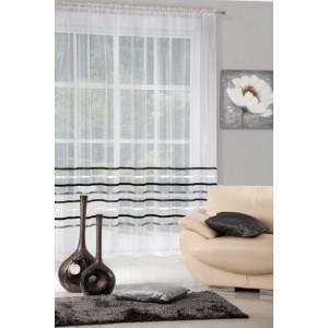 Dlhá nariasená záclona krémovej farby s ozdobnými pásmi