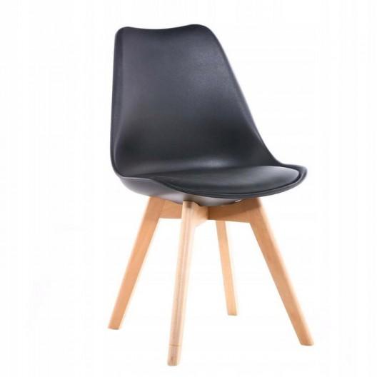 Kvalitná stolička v čiernej farbe do kuchyne