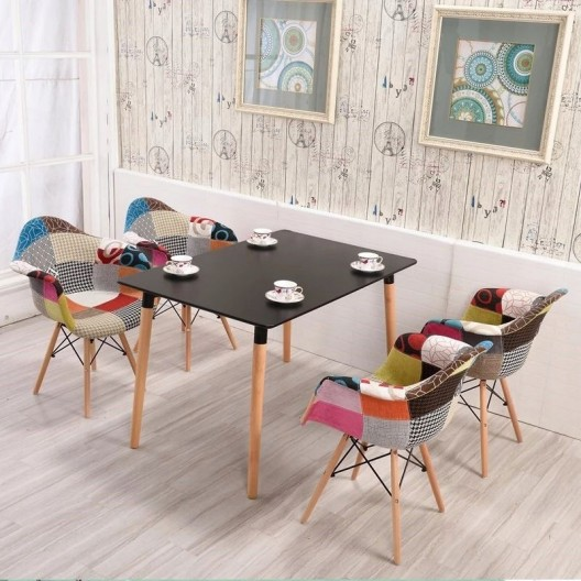 Kvalitná stolička v štýle patchwork modrej farby