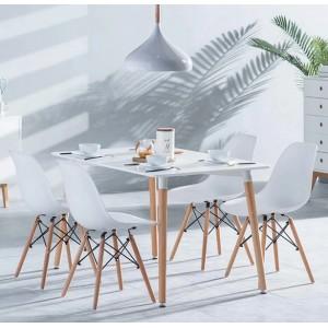 Veľký biely kuchynský stôl v škandinávskom štýle