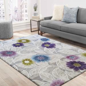 Moderný koberec s farebnými kvetmi