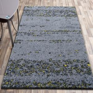 Kvalitný sivý koberec