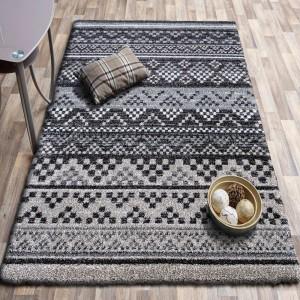 Moderný hnedý koberec v škandinávskom štýle