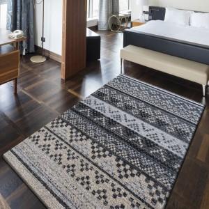 Sivý koberec do spálne kusový