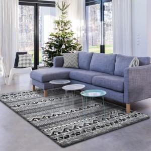 Moderný sivý koberec so vzorom