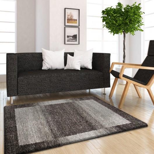 Hnedo béžový jednoduchý koberec do spálne