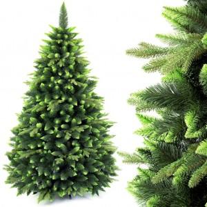 Krásny vianočný stromček s dvojfarebným ihličím