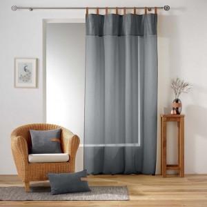 Štýlová sivá záclona s koženým zavesením