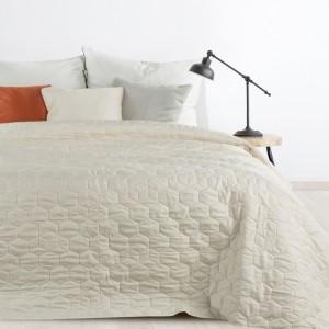Jednofarebný prešívaný prehoz na posteľ krémovej farby