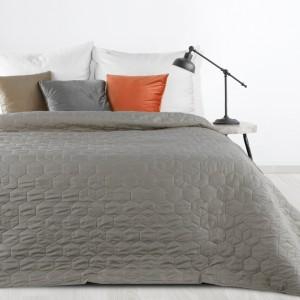 Moderný jednofarebný prehoz na posteľ sivej farbyModerný jednofarebný prehoz na posteľ sivej farby
