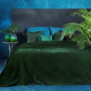 Elegantný smaragdovo zelený zamatový prehoz na posteľ